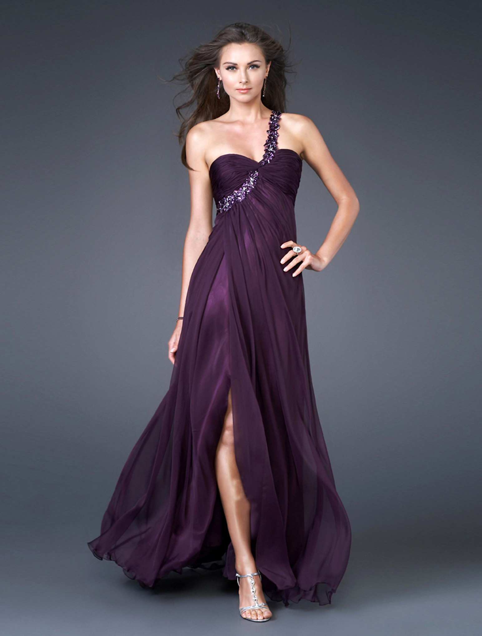 How to pick the evening dresses or outfits that is perfect - Heart ...